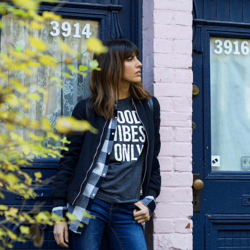 good vibes only t-shirt by eh vegan 1 (Photo: Romy Cohen Photographie)